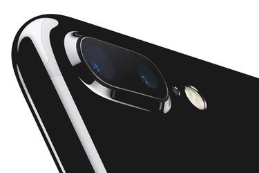 Video: iPhone 7 Plus alkoi yllättäen savuta ja sulaa