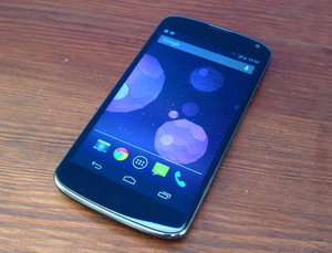 Arvostelussa Google Nexus 4: vaniljaa Android-faneille