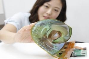 OLED-paneelien suosio kasvaa, uusi haastaja korealaisvalmistajille