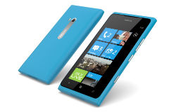Lumia 900 kohosi myydyimpien puhelimien listoille Suomessa